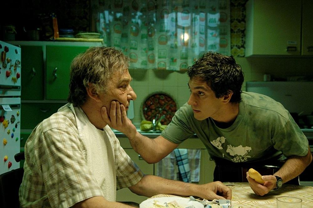 ispanyol sineması - Azuloscurocasinegro / Koyulacisiyahayakın (2006)
