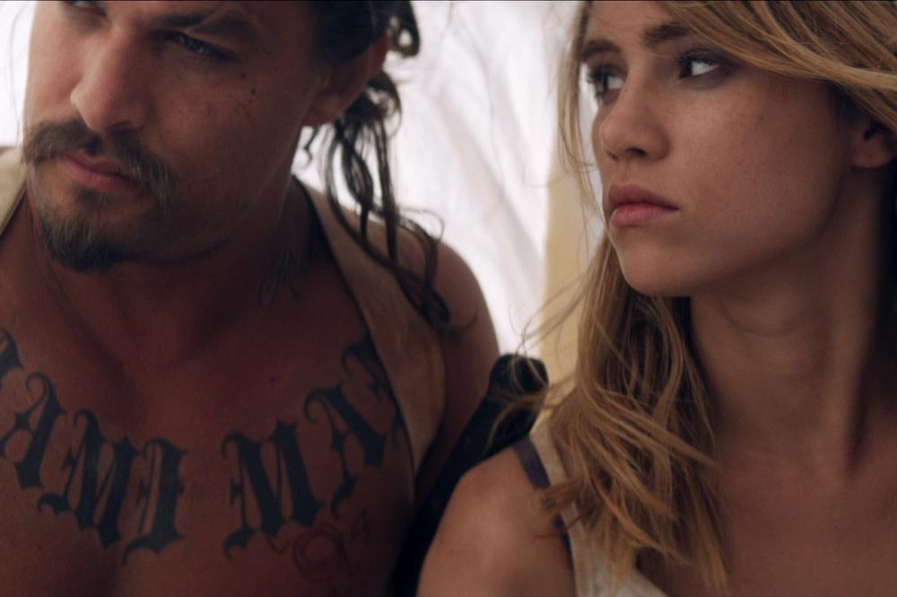 Ana Lily Amipour'un 'The Bad Batch' Filminden İki Klip Yayınlandı!