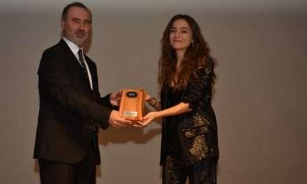 Damla Sönmez'e 'Sibel' Filmiyle Yılın Performansı Ödülü!